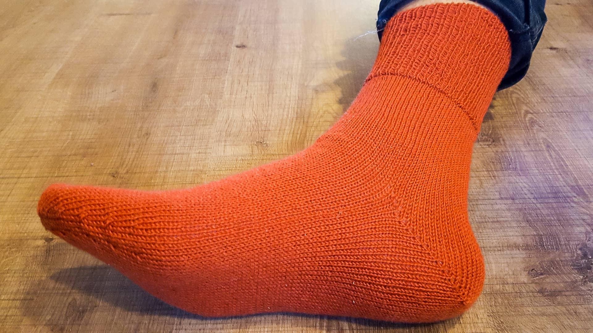 Vorschaubild: Rote Socke am Doppelbett
